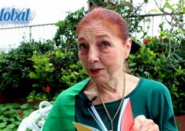 "Marina Colasanti recita ""Mesmo parada"""
