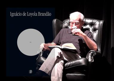 Loyola lê trecho de seu clássico Zero